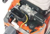 Uplinjač z antivibracijskim nosilcem pomeni stabilno mešanje goriva in zraka v vseh delovnih pogojih.